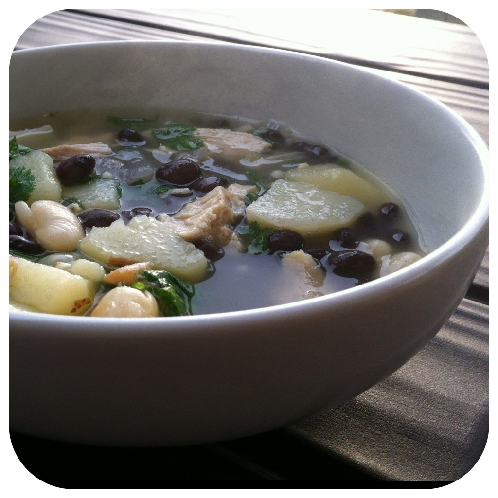 Black & White Chicken Chili {A formal soup indeed...} |