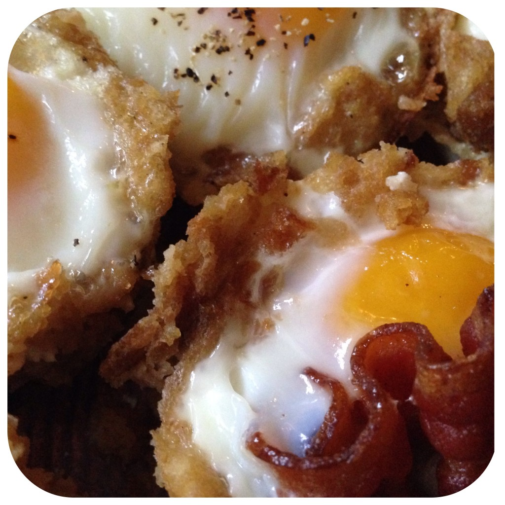thanksgiving baked eggs in a stuffing cup